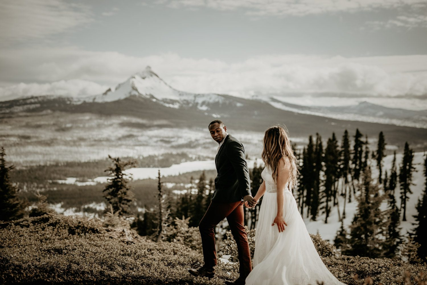 Oregon Elopement Photographer