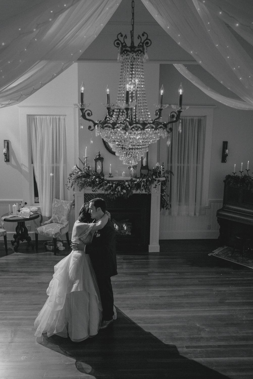 bride-groom dance
